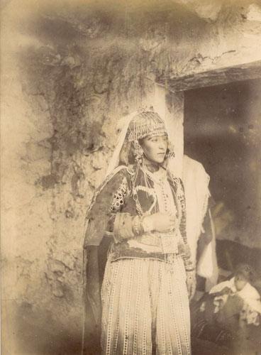 Jeune femme de Bou Sada (inscription au crayon au dos)