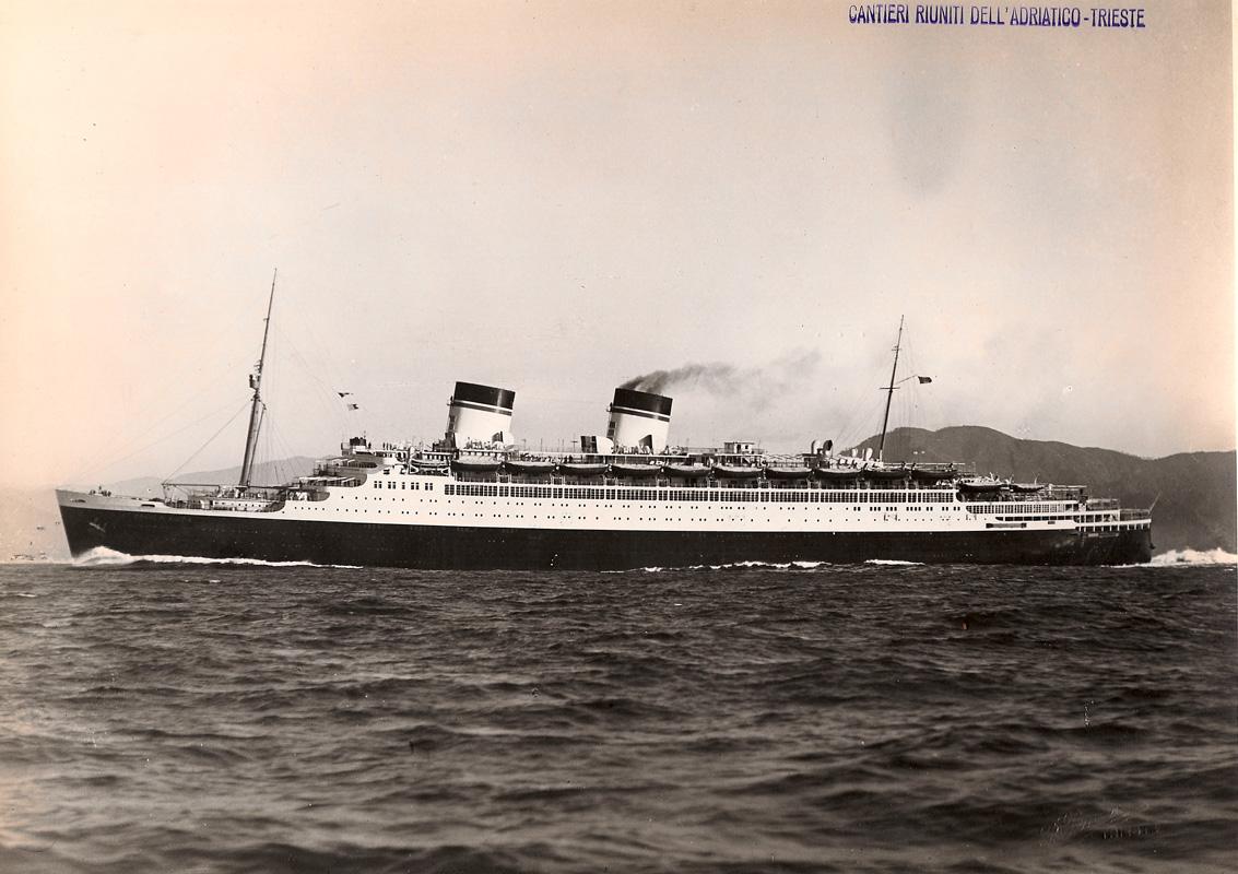 "Silver gelatin prints-Trieste. 16 photographies de navires construits par les "" Cantieri riuniti dell'Adriatico-Trieste """