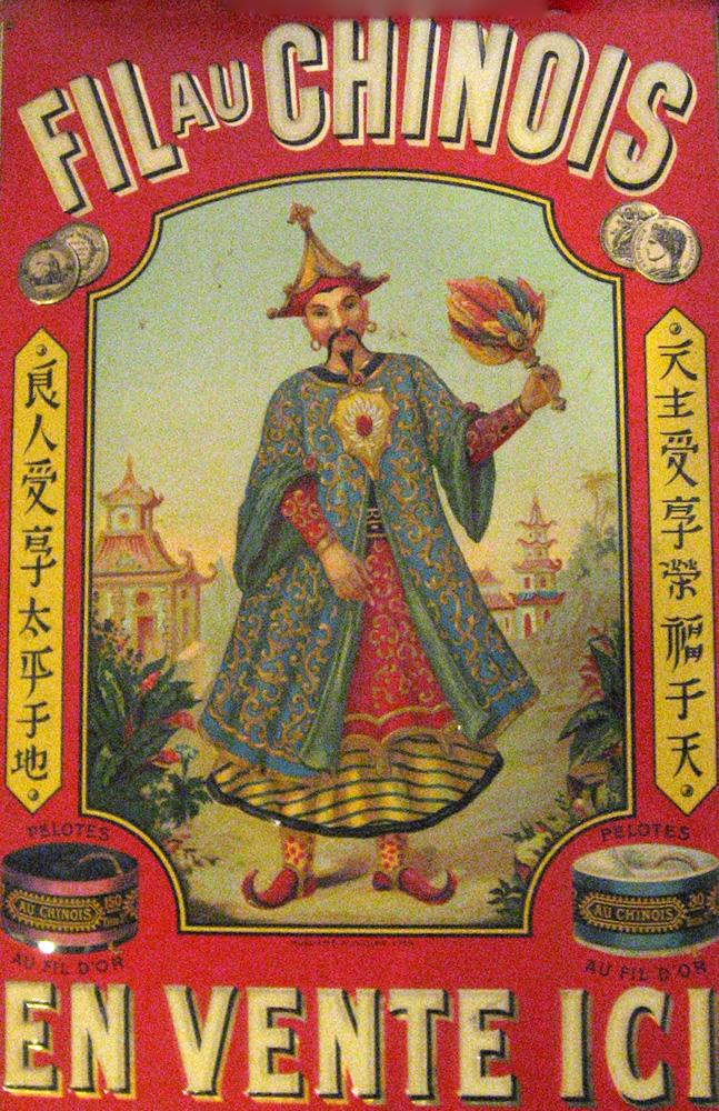 Fil au Chinois en vente ici. Plaque publicitaire de tôle gauffrée et peinte. 30 x 44 cm. (Vers 1900-1910)